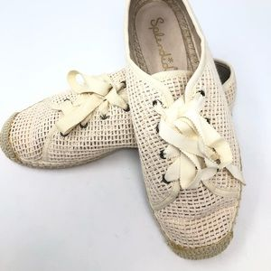 Splendid lace up sneakers size 9 never worn!